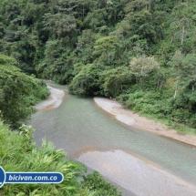 Via Simon Bolivan antigua via Cali Buenaventura - Bicivan Kayak Colombia (18 de 25).jpg