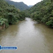 Via Simon Bolivan antigua via Cali Buenaventura - Bicivan Kayak Colombia (3 de 25).jpg