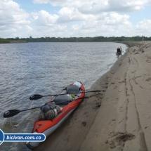 bicivan-tour-kayak-rio-meta-llanos-orientales-colombia-13.jpg
