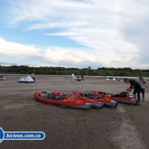 bicivan-tour-kayak-rio-meta-llanos-orientales-colombia-39.jpg