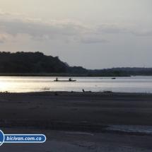 bicivan-tour-kayak-rio-meta-llanos-orientales-colombia-43.jpg