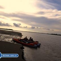 bicivan-tour-kayak-rio-meta-llanos-orientales-colombia-36.jpg