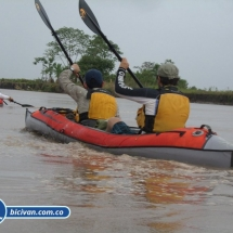 bicivan-tour-kayak-rio-meta-llanos-orientales-colombia-50.jpg
