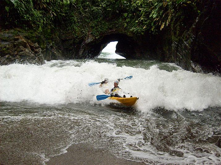 Bicivan-Kayak-Colombia-Turismo-De-Aventura