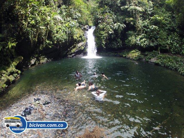 Via Simon Bolivan antigua via Cali Buenaventura - Bicivan Kayak Colombia (11 de 25)